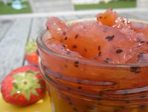 Kiwiconfituur met aardbeien en appelsap